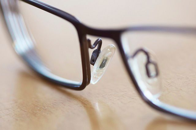 Partes de una gafa - Puente y plaquetas